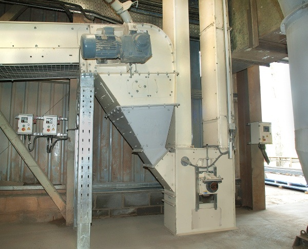 Bucket Elevators and Kleenbelt Conveyor Supplied to Lafarge for Aggregate Conveying